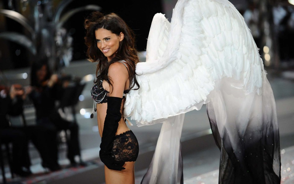 adriana lima victoria's secret fashion show